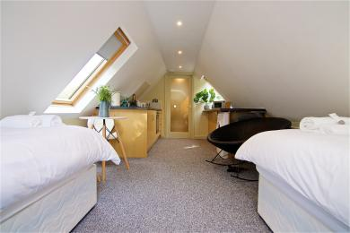 First floor self-contained flat with en-suite bathroom