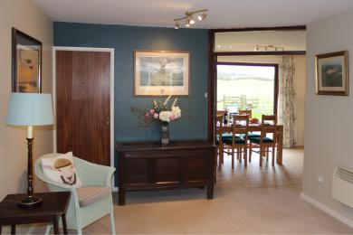 Hallway into dining room /kitchen