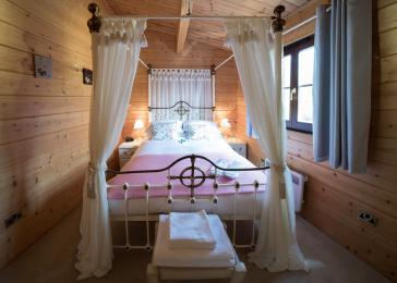 Master bedroom - Wagtail and Heron Lodges
