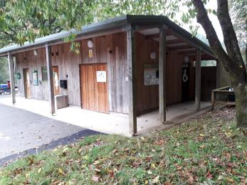 Toilet block with level access