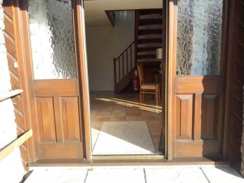 Front door entry with small threshold