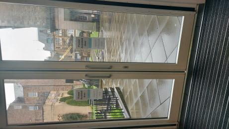 Automatic glass doors at the main entrance