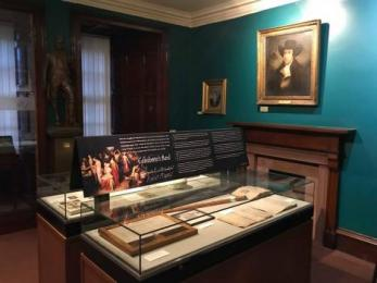 Robert Burns room where you can hear traditional Scottish music which adds to its atmosphere
