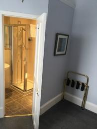 Bluebell room en suite with level access from guest room