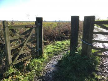 Pedestrian access gate to fottpath and mill (1040mm clearence)