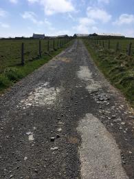 Cairn Trail road near Onziebust nFarm