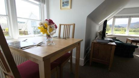 Chauffeurs Cottage dining table