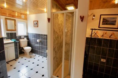 The Boathouse bathroom