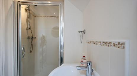 Earnview Court bathroom