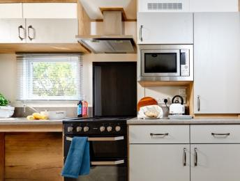 Lower kitchen surfaces suitable for a wheelchair user