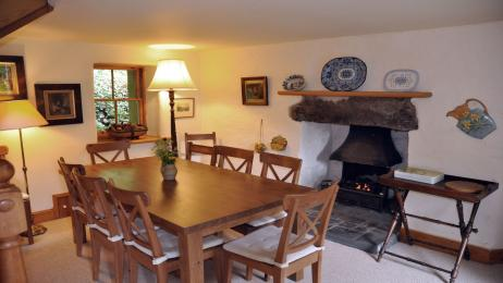 Glen Cottage Comrie dining room