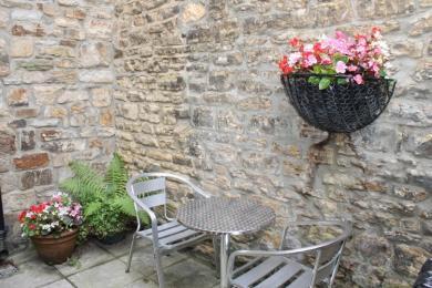 Fern Cottage courtyard