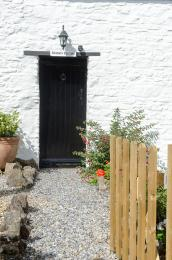 Main entrance to Granary cottage via gravel path