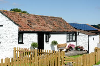 Srumpy cottage and enclosed garden
