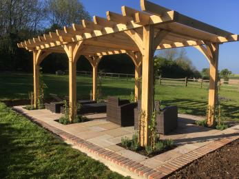 Easy access pergola for relaxation and reading
