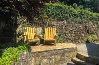 Hollowtree Cottage rear seating area.