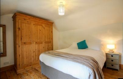 Hollowtree cottage master bedroom
