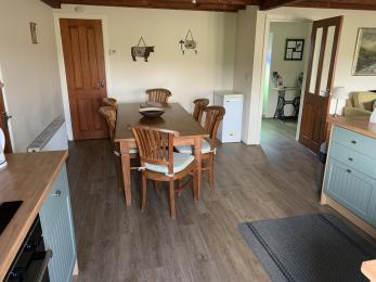 LFHC - Trough Cottage kitchen diner