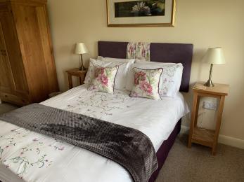 LFHC - Trough Cottage master bedroom