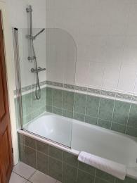 LFHC - Trough Cottage family bathroom