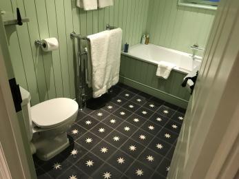 Room 39 Bathroom 1