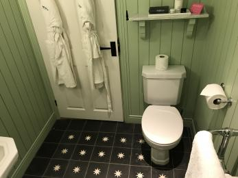 Room 39 Bathroom 3