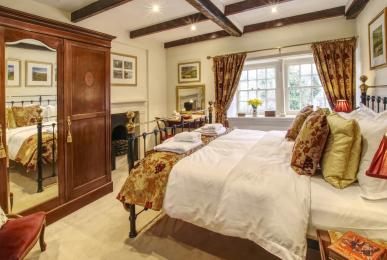 Inglenook Cottage - master bedroom