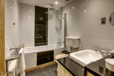 Inglenook Cottage, West Burton - bathroom