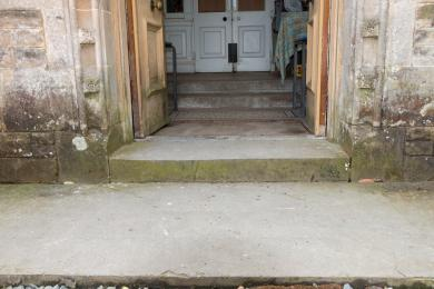 Photo of main entrance at Bannockburn House showing steps from driveway - steps 1 and 2