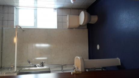 Pickwick bathroom.
