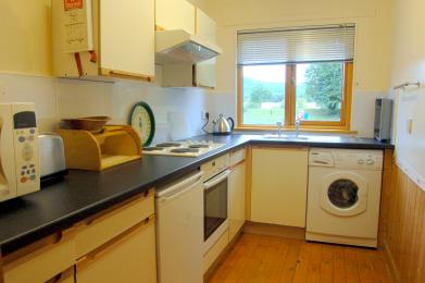 Kitchen with hob, oven, microwave and washer/dryer