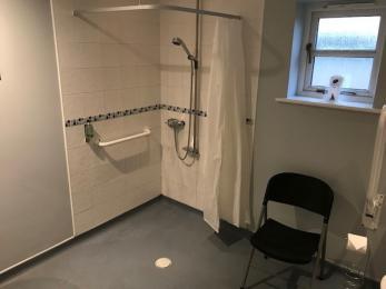 Room 5 Bathroom 1