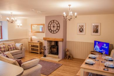 Relax in Rosedale Cottage, High Oaks Grange