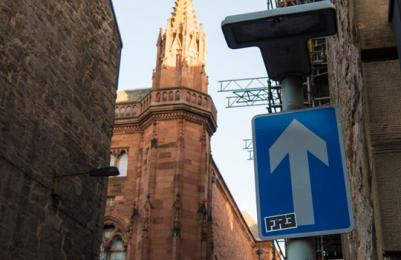 Scottish National Portrait Gallery - one-way system in back lane leading to accessible rear entrance