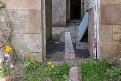 Photo of entrance from south lawn to courtyard building area showing threshold step
