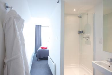 Maxi - second bedroom showing bathroom (shower only)