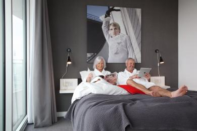 Clubman bedroom with a heterosexual couple