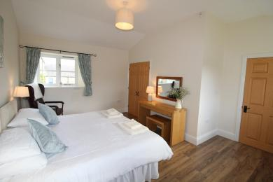 Swallow Cottage - Master bedroom (double/twin)