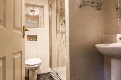 Townhead's en suite shower room
