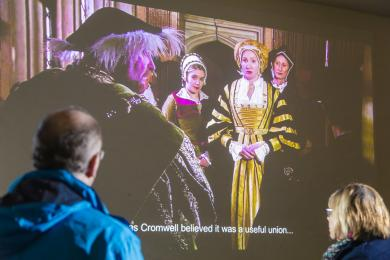 Introductory film about Henry VIII's wives, with subtitles