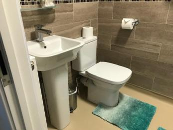 toilet and basin in en suite shower room