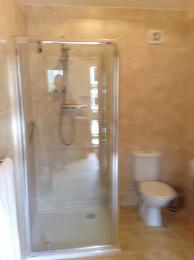 Annexe 1 bathroom