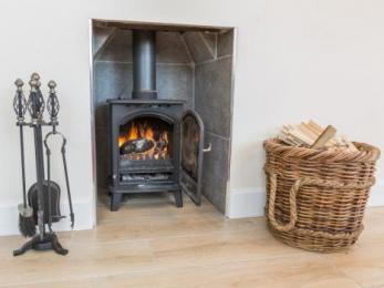 Chauffeurs Cottage Lounge Wood Burning Stove