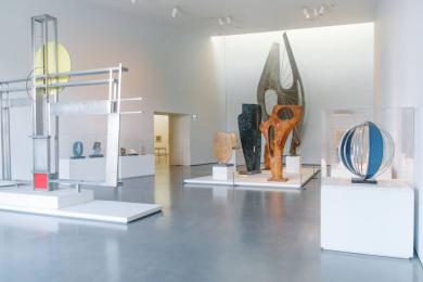The Hepworth Wakefield has ten interlinked gallery spaces on the first floor; all gallery spaces have level access.