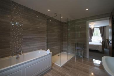 Holly Tree Ensuite Shower Room