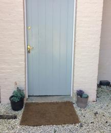 Threshold of entrance situated next to ground floor bedroom Old Spot