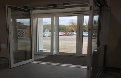 Automatic Inner entrance side hung doors