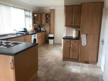 worktops, fridge/freezer, hob, sink, washing machine
