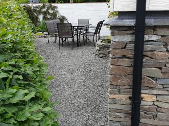 access to outside seating area