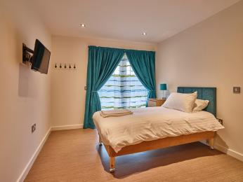 Aquamarine bedroom 4
